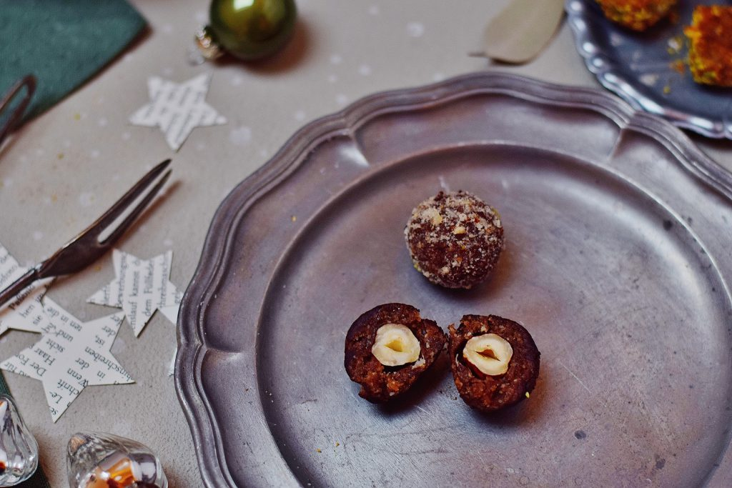 Schoko-Haselnuss-Weihnachtspraline - vegan - Raw Energy Balls