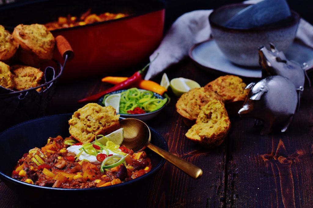 Chili Con Carne mit Maisbrot Muffins - weizenfrei und gesund