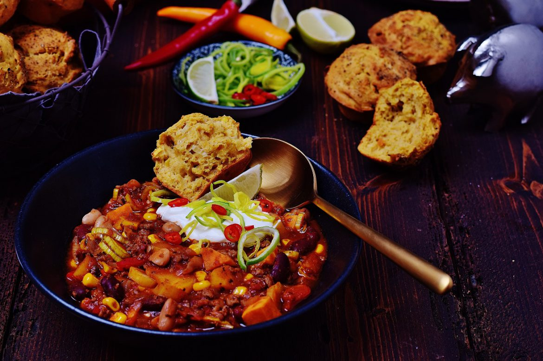 Gesundes Chili Con Carne mit Maisbrot Muffins