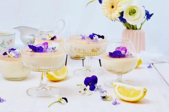 Zitronen-Panna Cotta mit Agar Agar und Veilchen