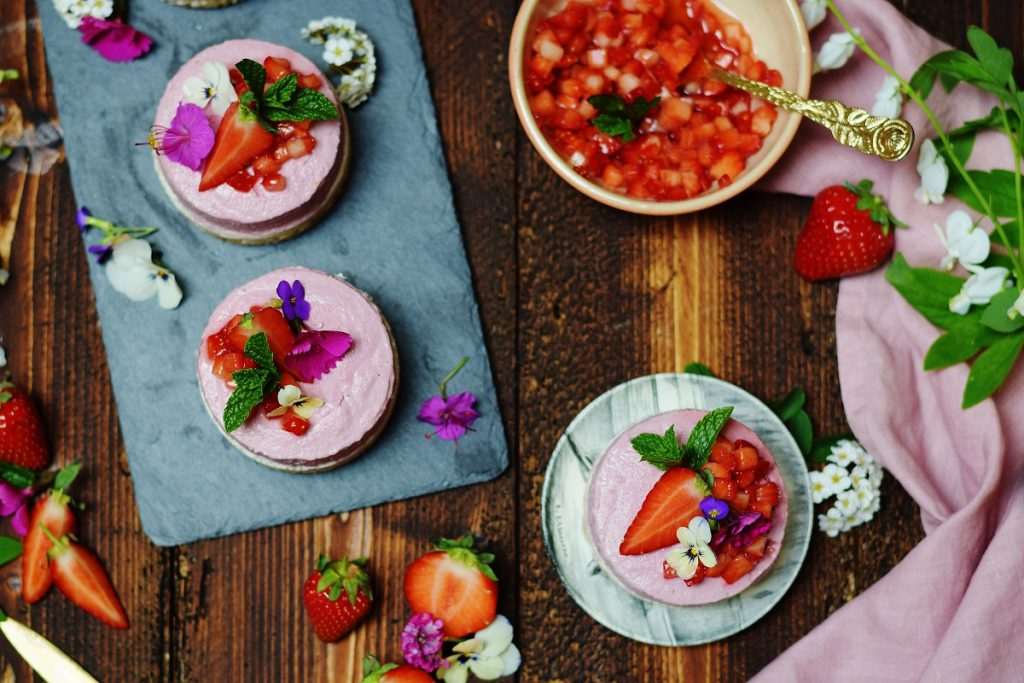 Erdbeer-Eiscreme-Törtchen: roh und vegan