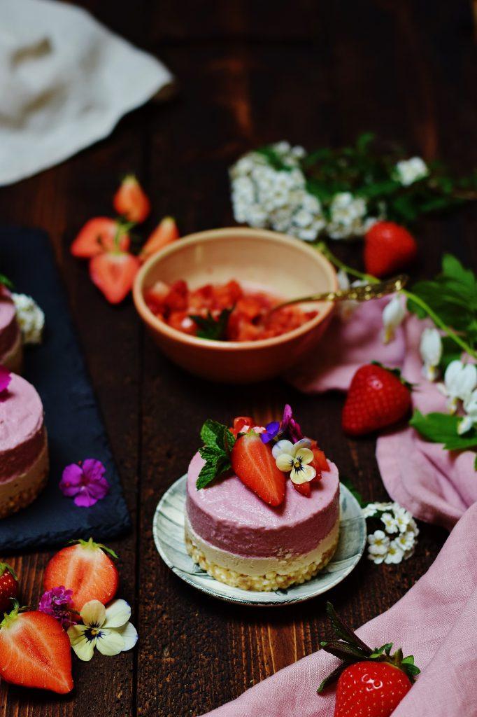Raw Erdbeer-Eiscreme-Törtchen - Raw Erdbeer-Cheesecake