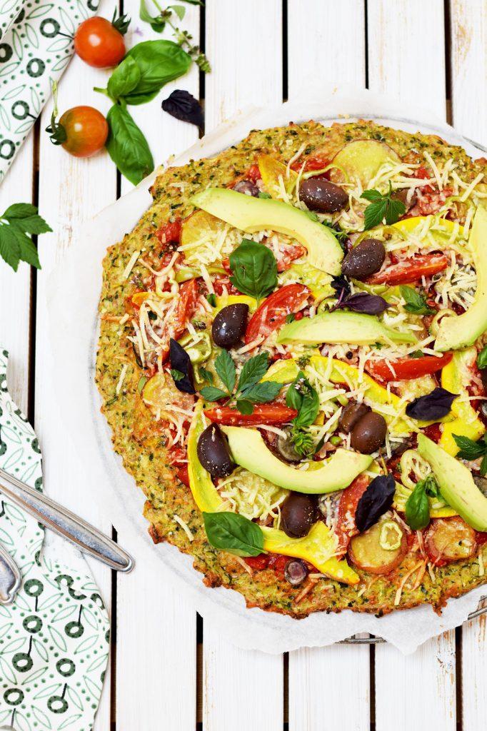 Zucchini-Pizza mit Veggie-Belag - vegetarisch