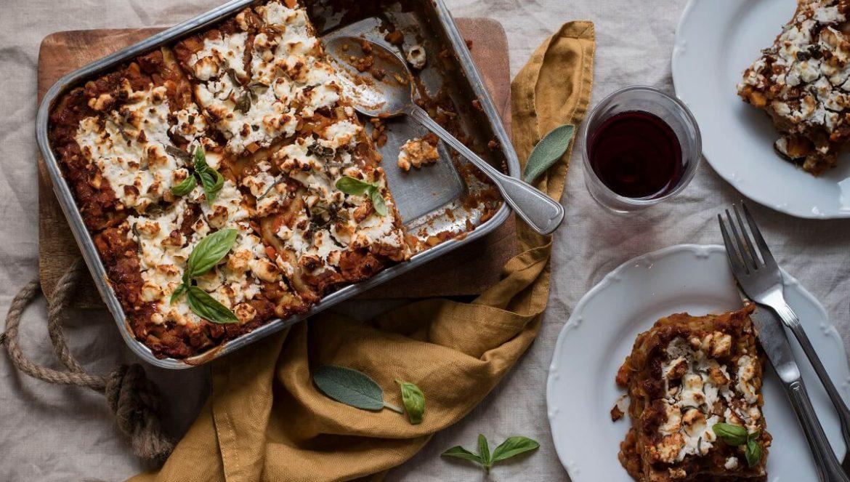 Gemüse-Lasagne mit Linsen und Feta