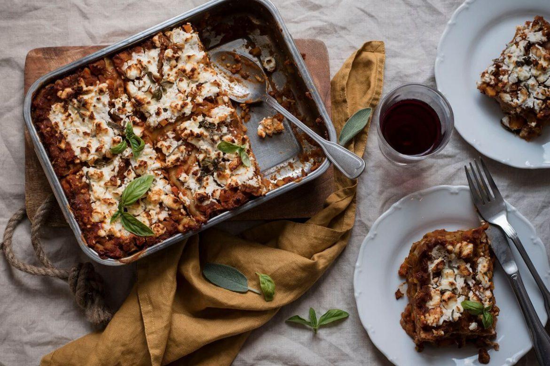 vegetarische lasagne mit linsen und feta. Black Bedroom Furniture Sets. Home Design Ideas