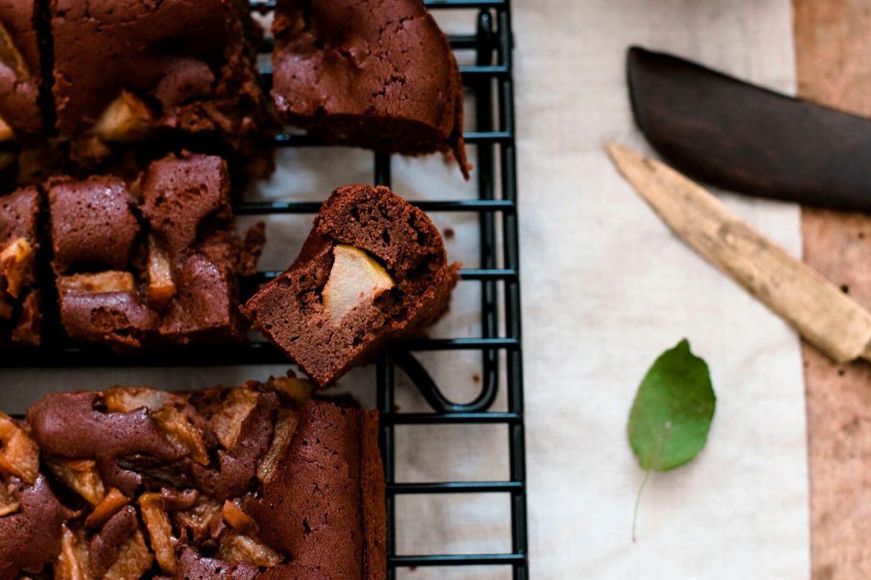 Rezept für Maroni-Brownies ohne Mehl - mit Birnenstücken